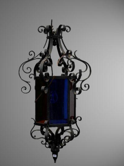 Lustre cage en verre multicolore et fer forgé...