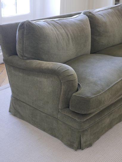 Canapé deux places en velours vert (Etat d'usage, quelques tâches). Haut 77cm, Larg...