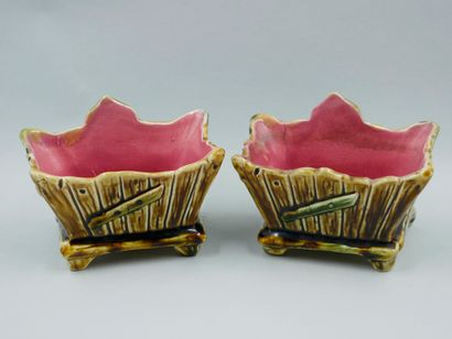Paires de petits pots en céramique émaillée à décors de poissons. XXè siècle. Haut...