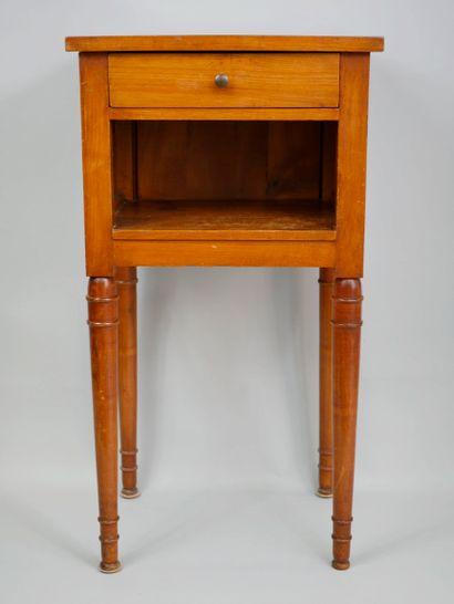 Table de chevet en bois ouvre à un tiroir,...