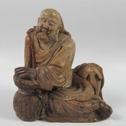 Statuette de Lohan assis en méditation. Stéatite...