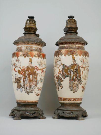 JAPON, époque Meiji (1868-1912). Deux vases...