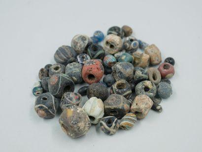 Lot de perles en pâte de verre. Période antique...