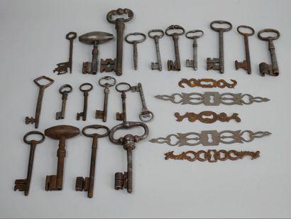Lot de ferronerie comprenant des clefs et...