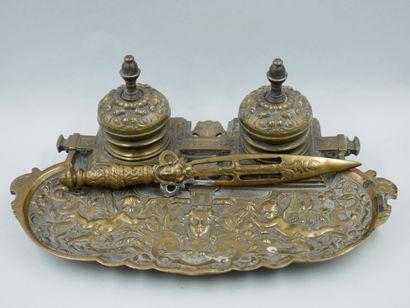 Encrier en bronze doré de style Louis XIV...