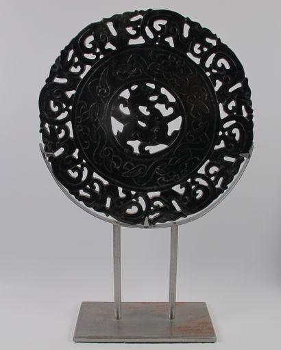 Grand disque Bi archaïsant au dragon, symbole...