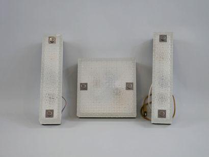 Plafonnier carré et deux appliques rectangulaires,...