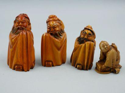JAPON. Lot de quatre Netsukés en ivoire sculpté...