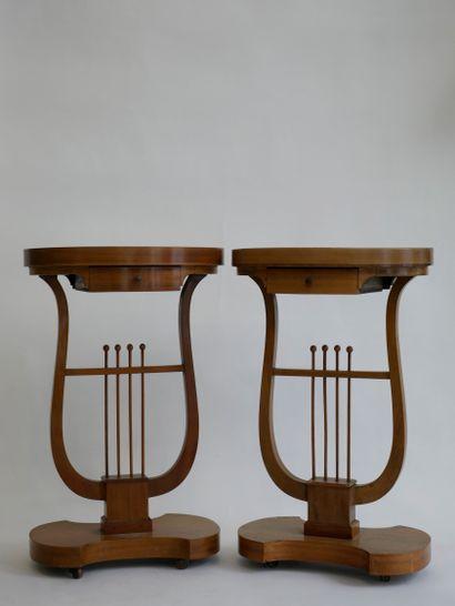 Paire de tables travailleuses en bois naturel...