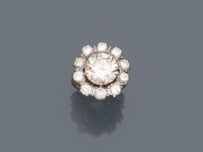 Bague en or gris 18k surmontée d'un diamant...