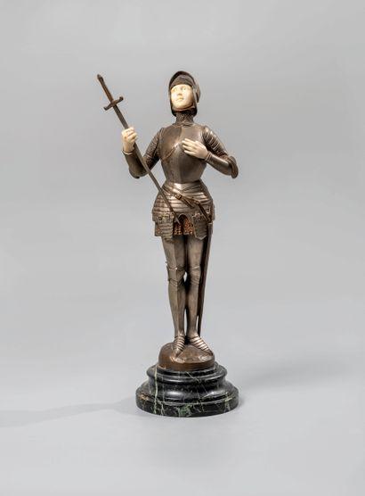 BOSQUET (XIXè). Jeanne d'Arc. Sculpture chryséléphantine...