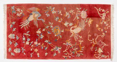 NEPAL. Tapis à décor de phoenix et de fleurs....