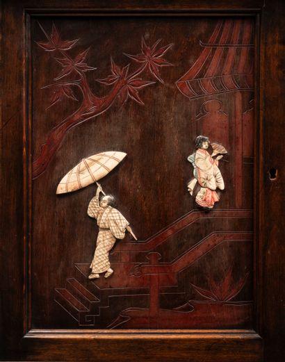 Meuble de collectionneur, dans le goût de Gabriel VIARDOT (1850-1906) en bois sculpté...