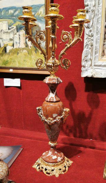 Paire de candélabres en métal doré et marbre...