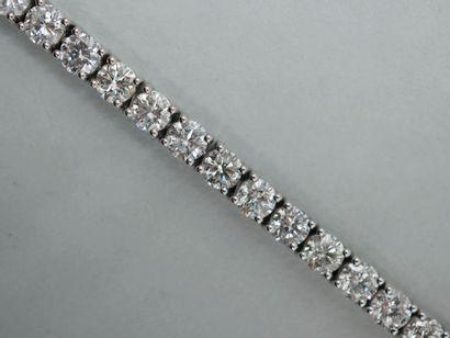 Bracelet ligne en or blanc 14k composé de...