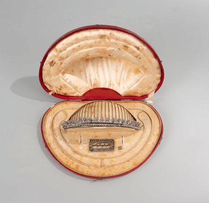 Reynard SCHEY Attribué à (1760-1816). Rare diadème en acier facetté avec sa boucle...