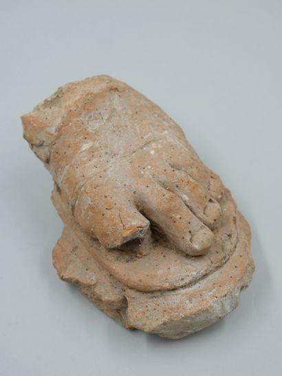 Pied de statue.Terre cuite Époque Romaine....