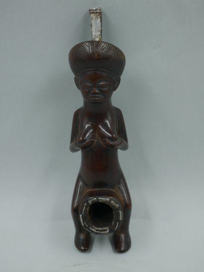 ANGOLA. Chokwe. Pipe de chef en bois patiné...