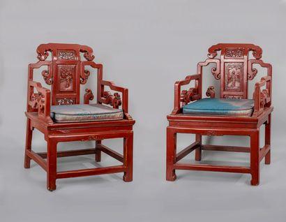 CHINE, XXè siècle. Paire de fauteuils en...