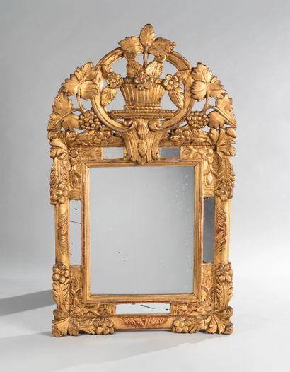 Miroir à parecloses en bois doré, mouluré...