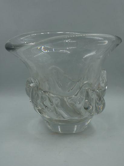 DAUM France. Vase de forme évasé en cristal...