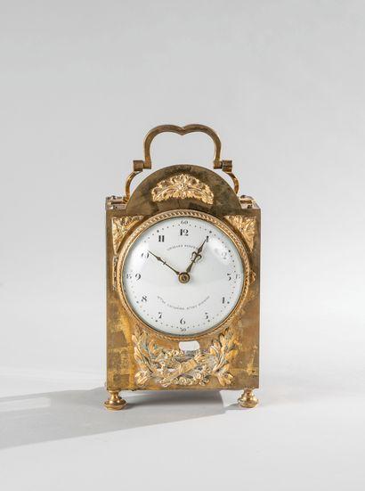 Horloge portative à réveil en bronze doré...