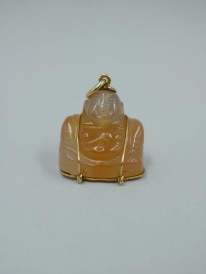 Pendentif en or jaune 18k figurant un Budai...