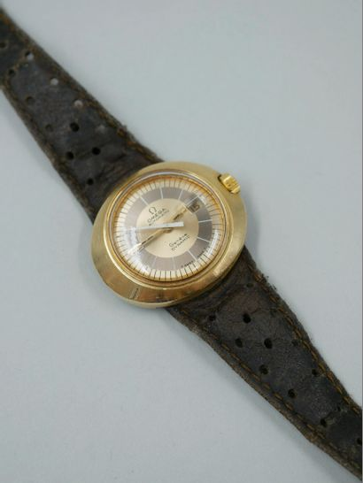 OMEGA. Montre bracelet de forme ovale, modèle...