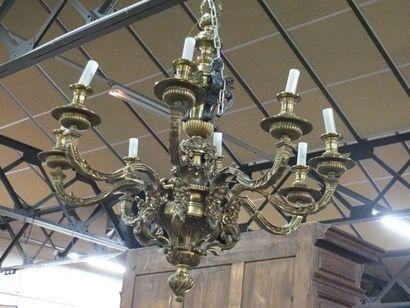 Important lustre en bronze ciselé verni or...