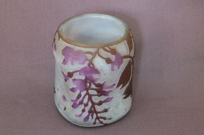 LEGRAS Vase bosselé en verre triple gravé...