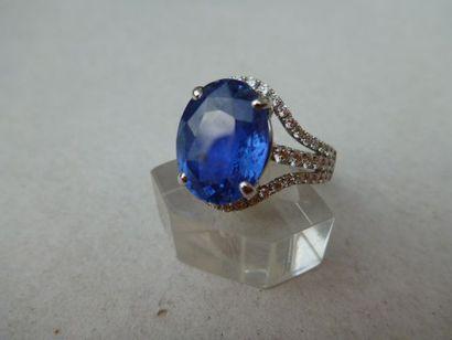 Bague or gris, diamants 1 carat centre saphir...