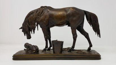 Alfred JACQUEMART (1824-1896) CHEVAL ET CHIEN A L'ÉCURIE Sculpture en bronze à patine...