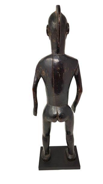 Statuette IGALA Coiffure en crête, bois à patine noire H : 53,5 cm. Nigeria. Provenance...