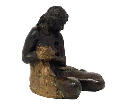 """BOURRON Marie-Jo (1931-2012) """"Femme au drapé"""" Bronze à patine brune et dorée fondeur:..."""
