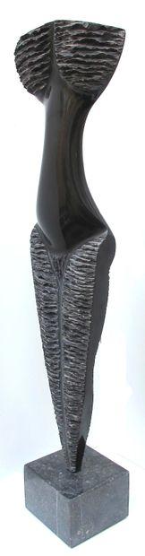 """SAVA Marian """"Trophée"""" Marbre noir belge de 2005 68 x 31 x 08 cm taille directe pièce..."""
