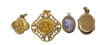 """Deux médailles d'anges en or, poids: 4,3 gr On y joint une petite médaille """" La..."""