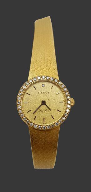 Tissot Montre et bracelet de femme en or, cadran entouré de petits brillants c.1970,...