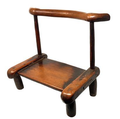 Petite chaise rituelle à dossier courbe DAN GUERE