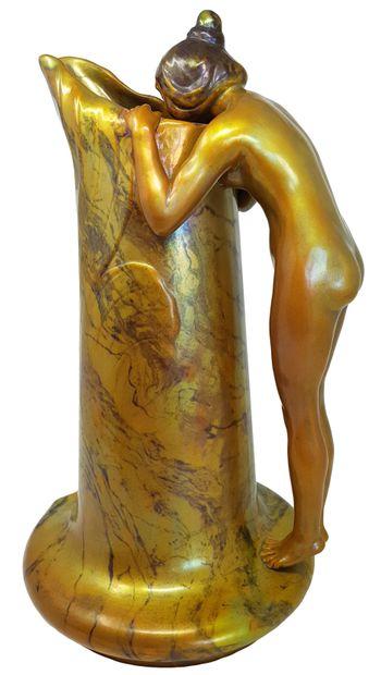 Vilmos ZSOLNAY (1840-1900) Le mystère Spectaculaire sculpture en céramique émaillée...