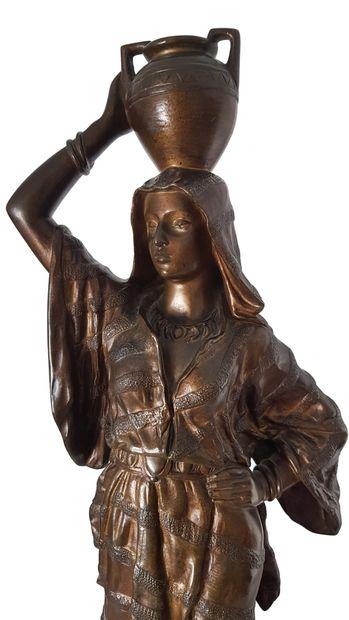 Edouard DROUOT (1859-1945) Orientale à la cruche Bronze patiné reposant sur une base...