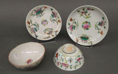 Deux petits bol et sous tasses en porcelaine...