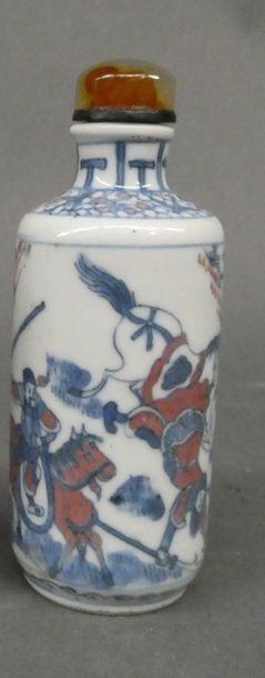 Tabatière en porcelaine à motif bleu et rouge...