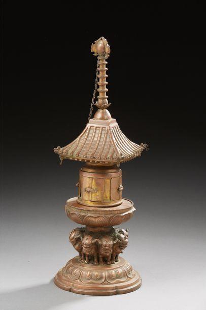 TIBET  Element d'autel en bronze doré  Dim....