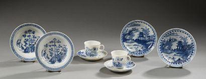 Ensemble de porcelaine décorée en bleu sous...