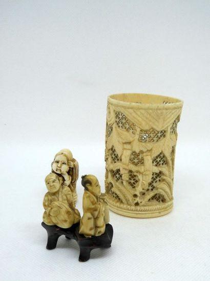 Ensemble de trois ivoires sculptées dont...
