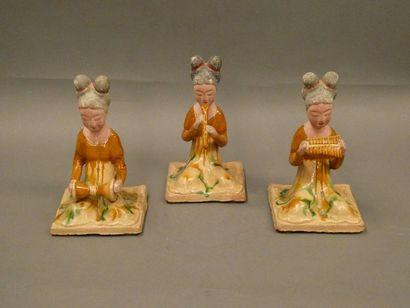 CHINE    Ensemble de trois musiciennes terre...