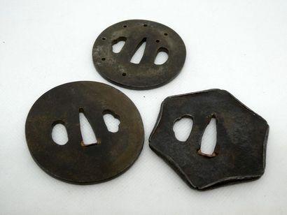 JAPON    Ensemble de trois tsubas en fer...