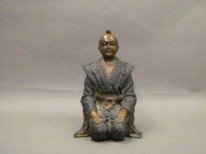 JAPON    Sujet en bronze patiné figurant...