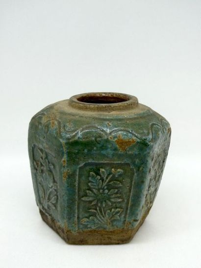 CHINE, XIXè siècle    Vase en gré emaillé...