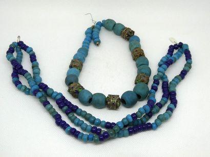 ASIE Ensemble de deux coliers en lapis lazuli,...